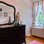 короткие шторы до подоконника в спальню фото интерьера