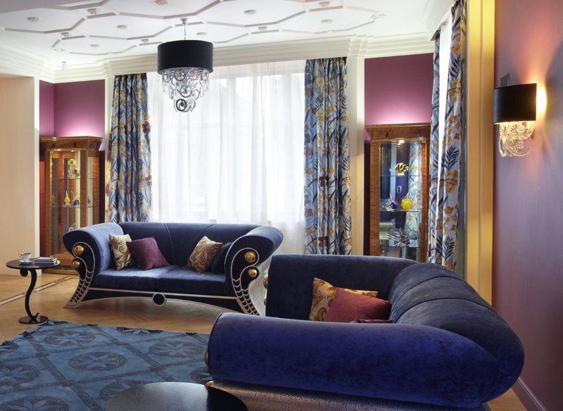 Пестрые шторы в гостиной стиля арт деко