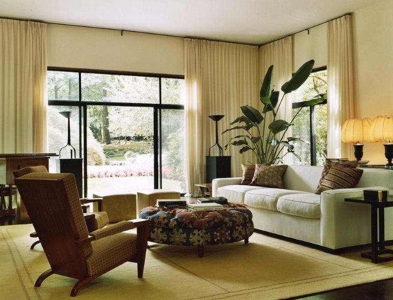 Бежевые шторы в гостиной эко стиля