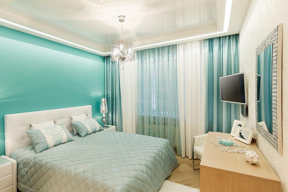 шторы в спальне с натяжным потолком