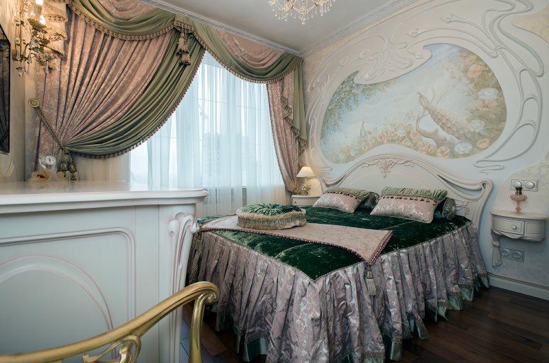 Дизайн спальни в стиле модерн с красивыми шторами