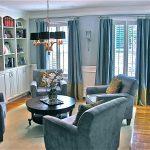 шторы в гостиной голубые