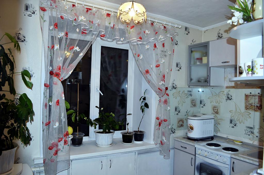 шторы для кухни маки