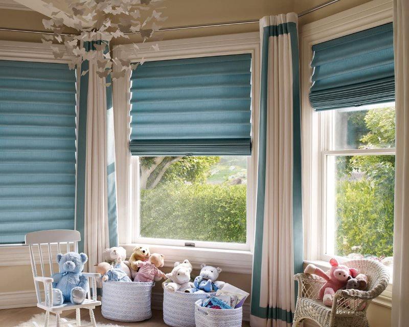 Синие римские шторы в детской комнате