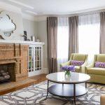 Кирпичный камин в интерьере гостиной