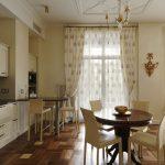 Паркетный пол в кухне-столовой частного дома