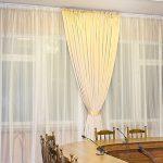 светлые классические шторы