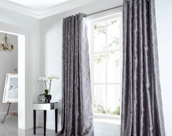 светонепроницаемые шторы в гостиной