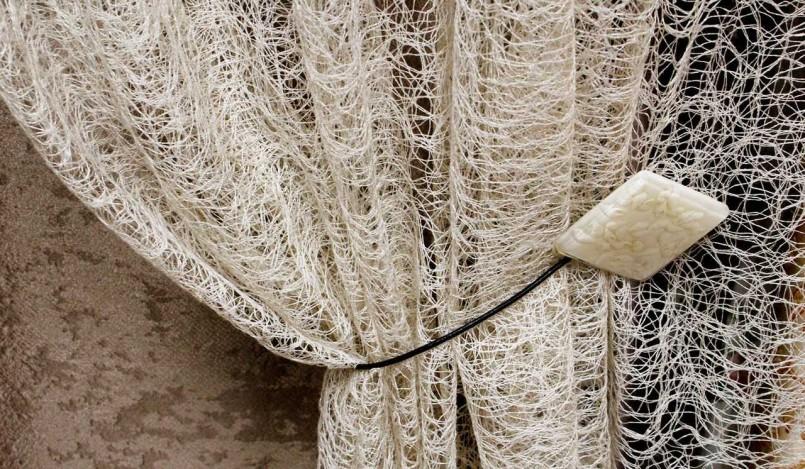 Тюль-сетка паутинка с подхватом на декоративном зажиме