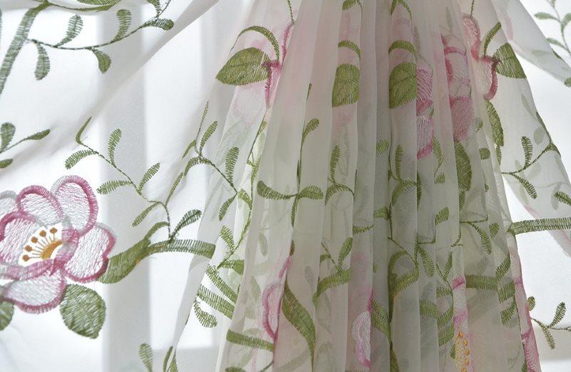 Красивая драпировка на тюле из вуали