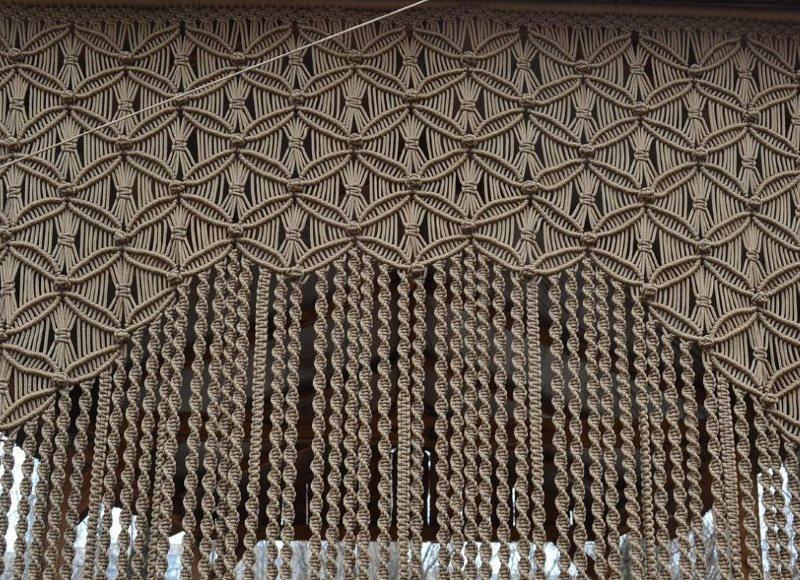 Пример красивого узора на плетенной шторе