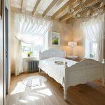Дизайн спальни с занавесками из вуали