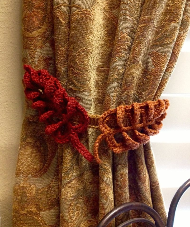 Плотная штора с вязанным подхватом
