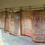 шторы из рогожки на кухне