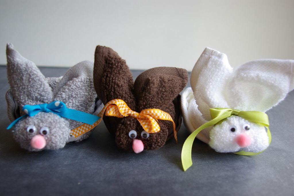 зайцы из полотенец