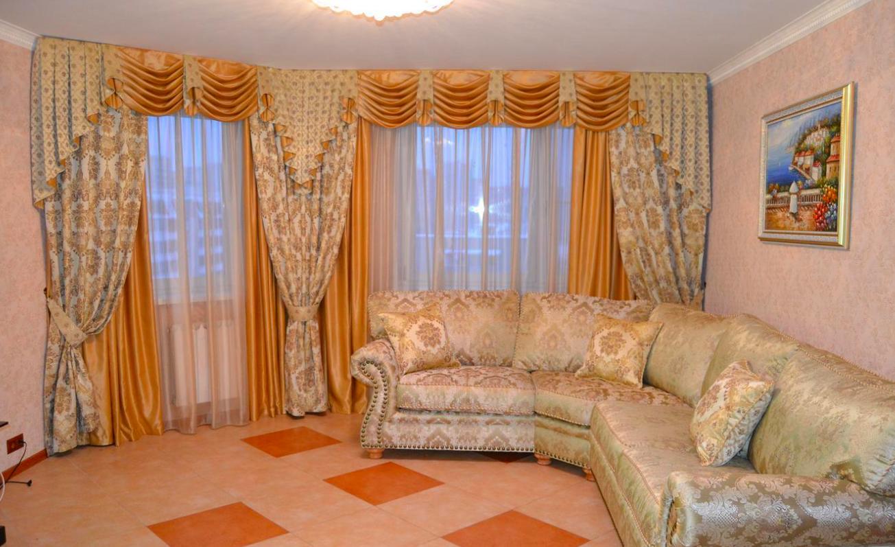 жаккардовые шторы в гостиной