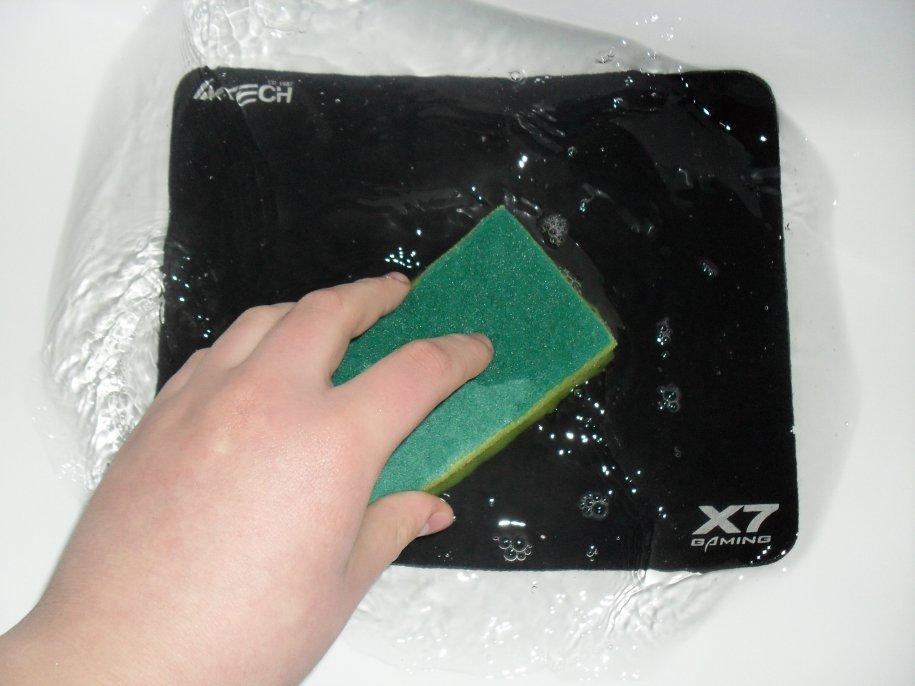 чистка коврика для мышки