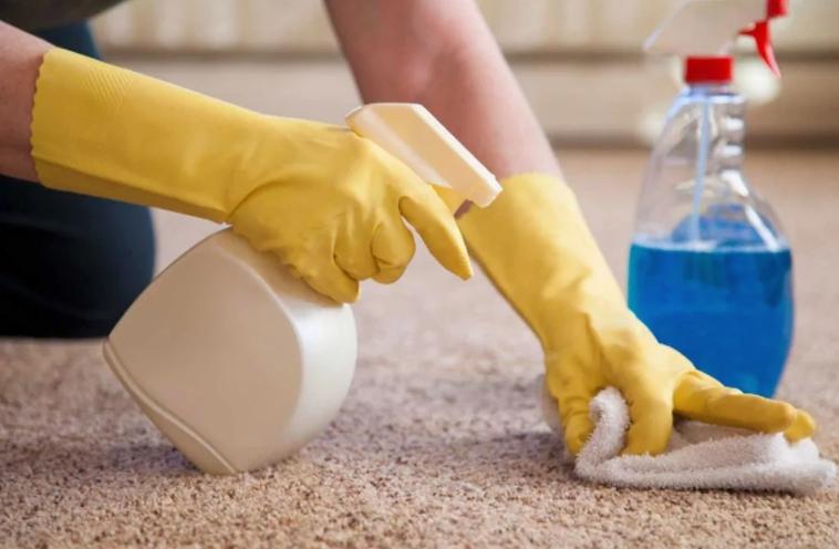 как вывести пятно от мочи на ковре