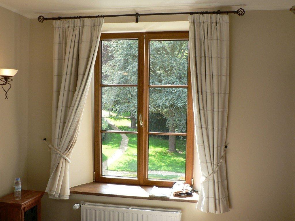 короткие шторы ниже подоконника