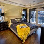 шторы в спальню с балконом дизайн идеи