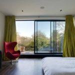 шторы в спальню с балконом идеи фото