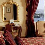 шторы в спальню с балконом идеи оформление