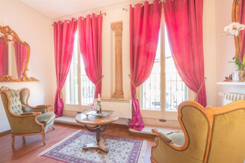 шторы в спальню с балконом варианты