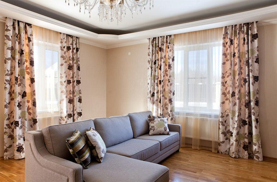 портьеры в интерьере гостиной