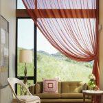 шторы на одну сторону окна дизайн интерьер