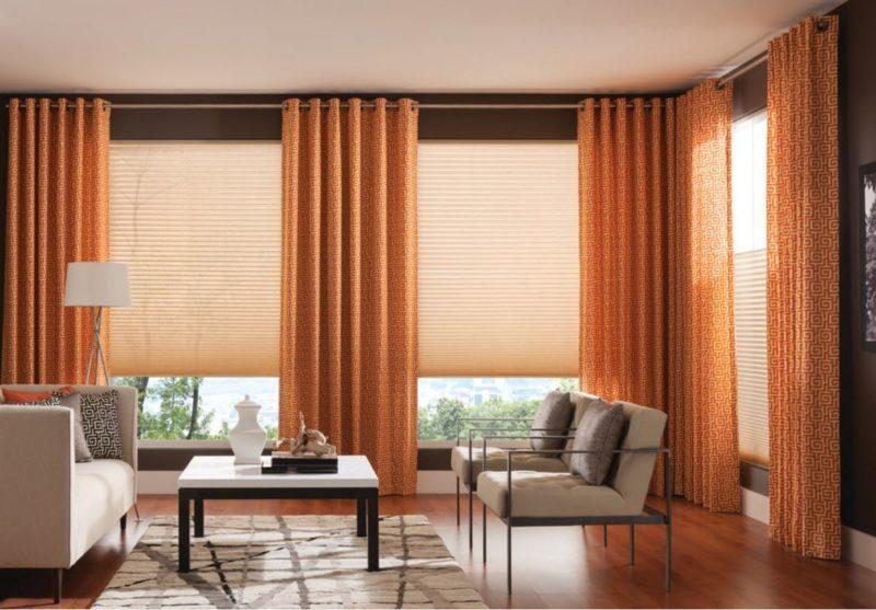 шторы на окно с балконом фото оформление