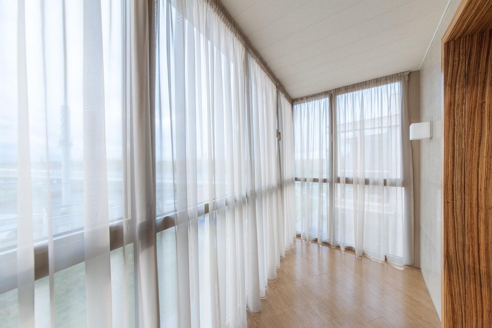 шторы на панорамные окна дизайн фото