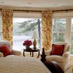 шторы на панорамные окна дизайн интерьера