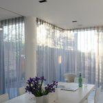 шторы на панорамные окна интерьер фото