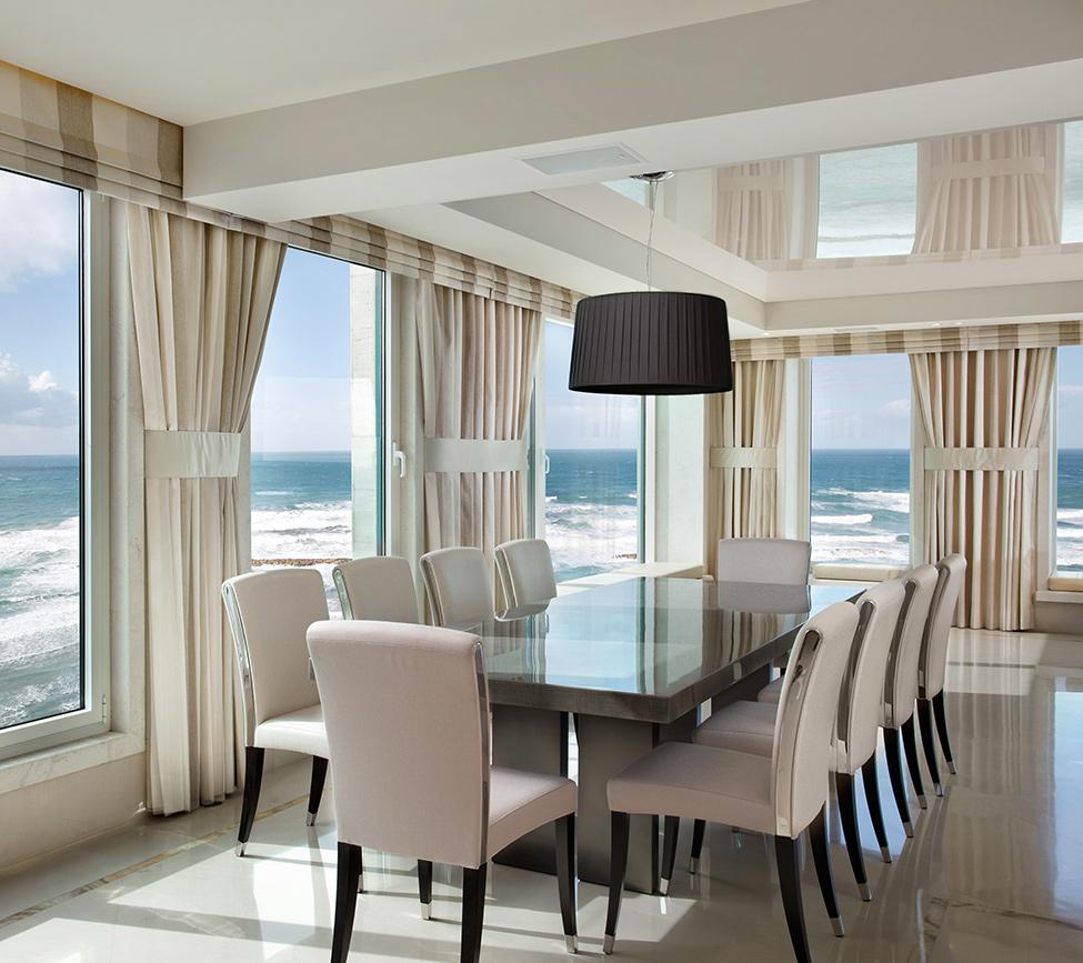шторы на панорамные окна интерьер идеи