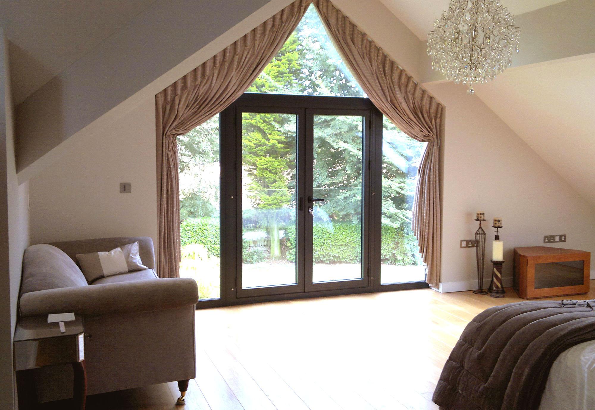 шторы на скошенное окно