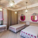 шторы в деревянном доме интерьер фото