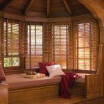 шторы в деревянном доме выбор