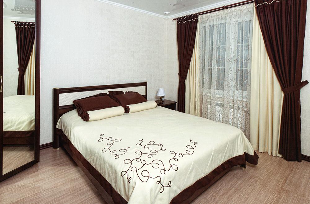 комплект из штор и покрывала для спальни дизайн идеи