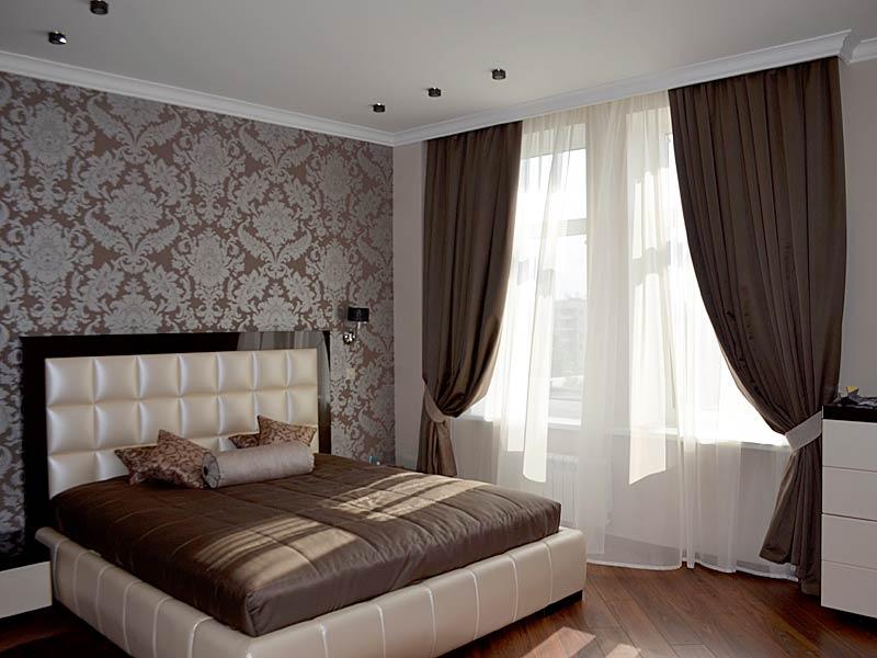 комплект из штор и покрывала для спальни интерьер фото