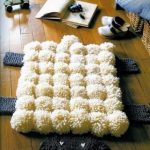 коврик из помпонов декор