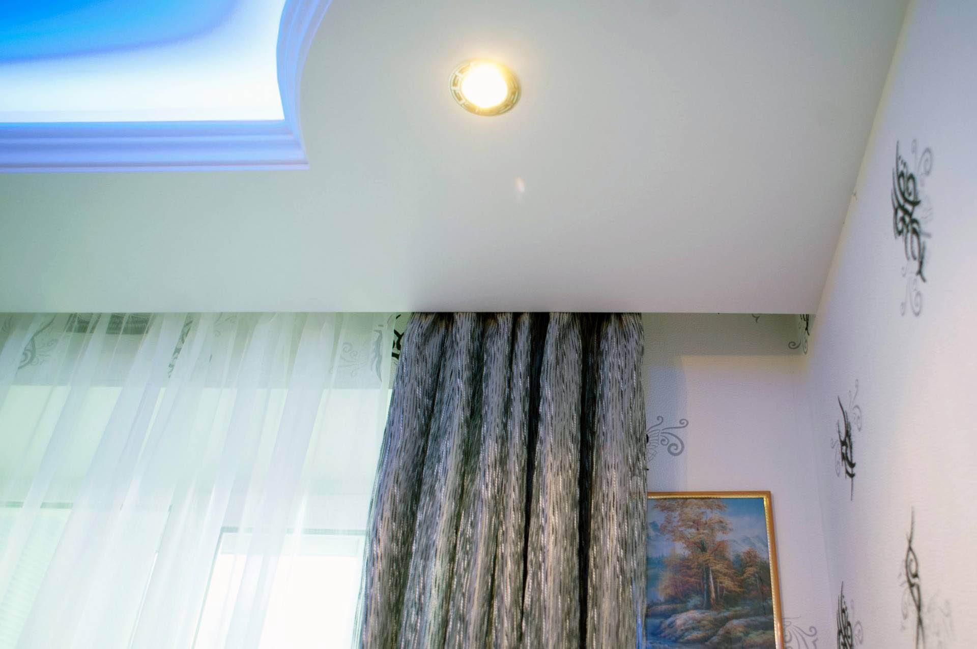 ниша для штор в натяжном потолке интерьер