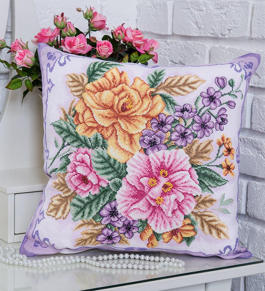 подушка цветочки крестиком