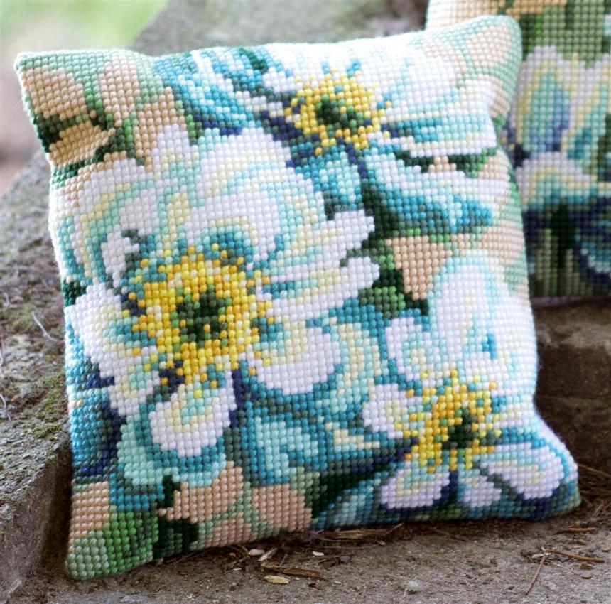 подушка цветы вышитые крестиком