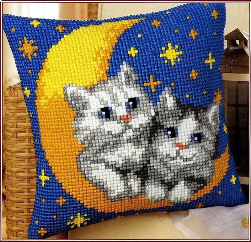 подушка крестиком котята