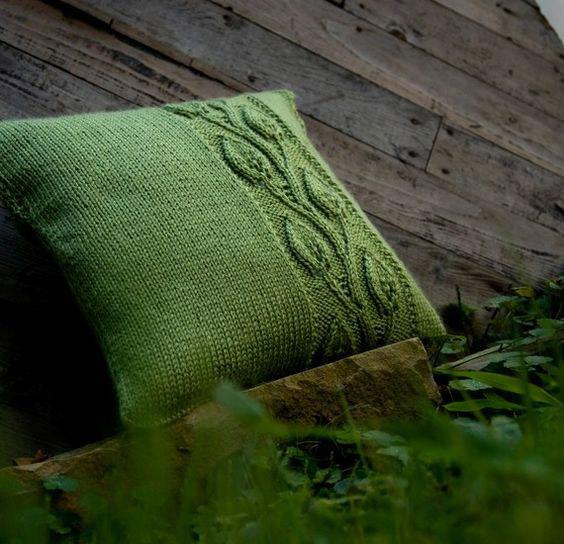 подушка вязаная оформление