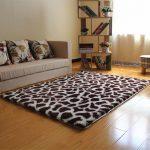 ковры в интерьере пятнистые