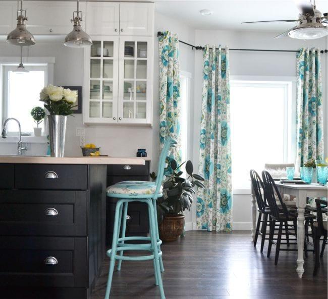шторы на люверсах на кухне