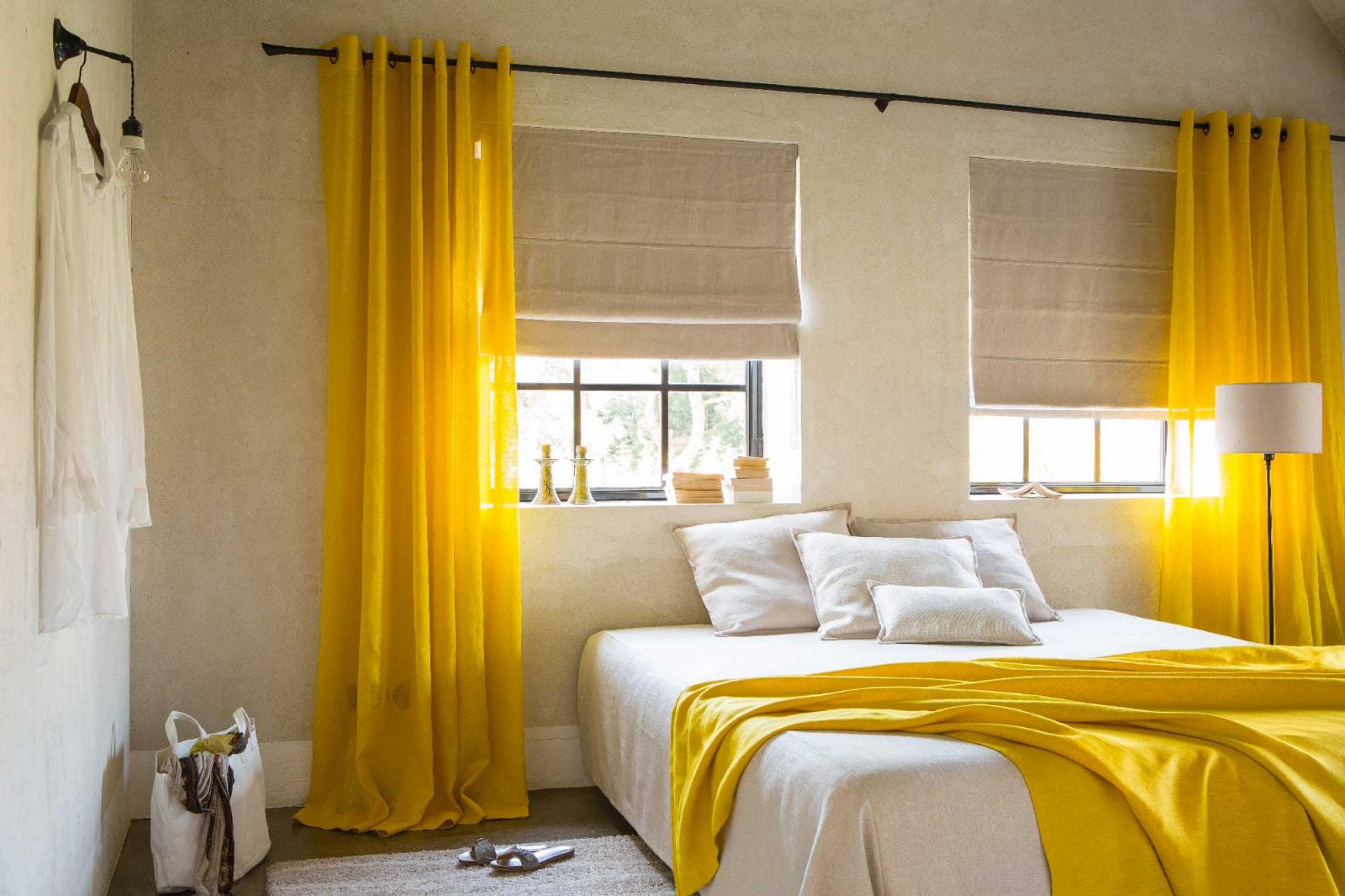 шторы на люверсах в спальне