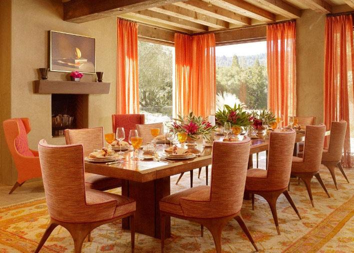 оранжевые шоры в гостиной