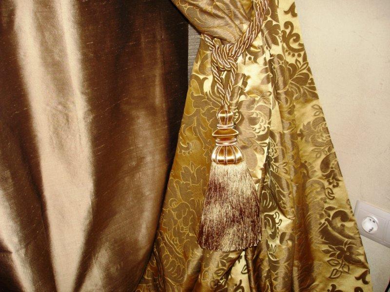 золотые шторы с кистями